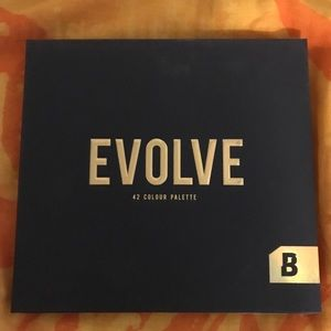 Beauty Bay Evolve 42 Colour Eyeshadow Palette